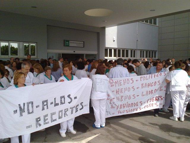 Personal sanitario manifiestándose contra los recortes de Rajoy y Junta