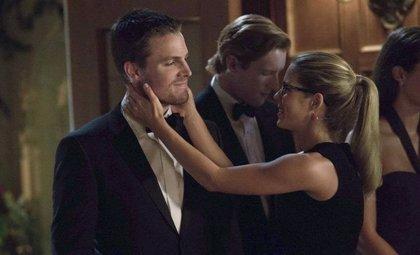 Oliver y Felicity intiman en el nuevo avance de Arrow
