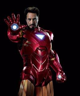 Robert Downey Jr es Iron Man