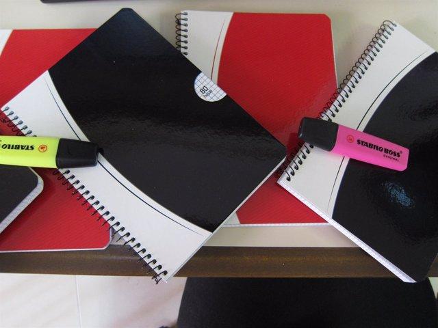 Material escolar, cuadernos, rotuladores