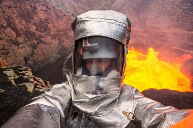 'Selfie' En Un Volcán Activo