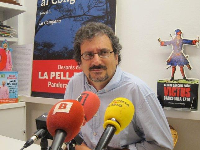 El escritor Albert Sánchez Piñol en rueda de prensa tras la polémica