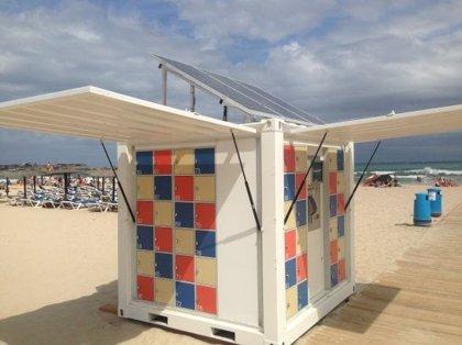 Chiringuitos del Sol instala taquillas solares en la Playa de La Glea de Campoamor