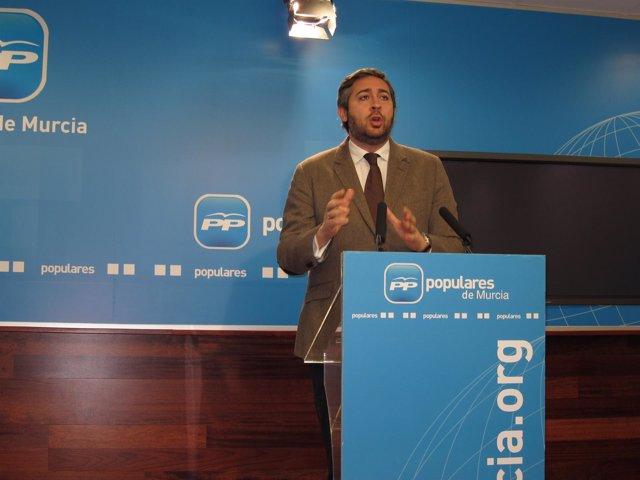 Víctor Manuel Martínez en rueda de prensa