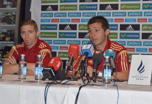 Albert Celades e Íker Munaín, jugador de la sub-21
