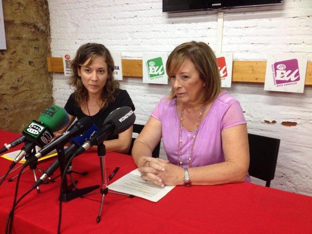 Marina Albiol y Marga Sanz en una rueda de prensa