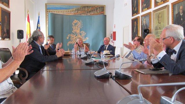 La diputada de Cultura y el jurado de los Premios Valencia de Poesía