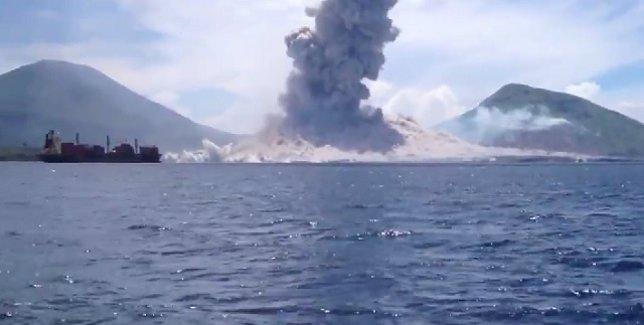 Captan la onda espansiva tras la erupción del volcán Tavurvur