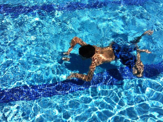 Recursos de gente en una piscina olímpica