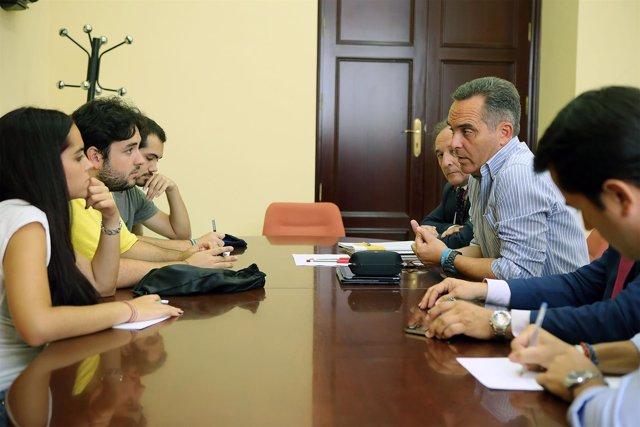 Juan Bueno, reunido con representantes del Cadus
