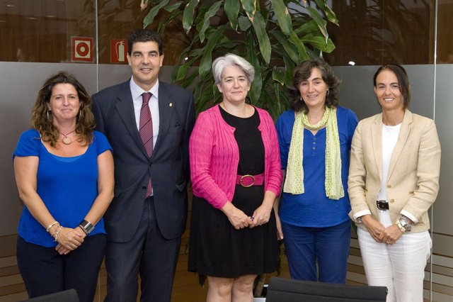 Marta Álvarez, Luis Casado, Lourdes Goicoechea, Amaya Campión y Cristina Muñoz