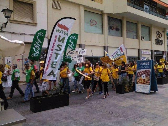 Manifestación de los monitores de la 'Marea Amarilla'