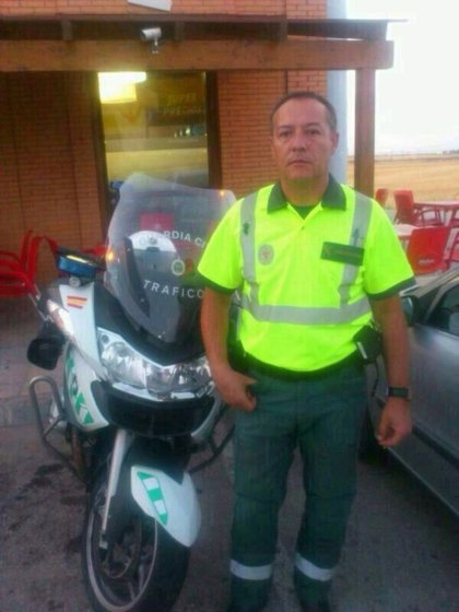 Muere un guardia civil al sufrir un accidente de moto cuando prestaba servicio durante la etapa de la Vuelta Ciclista
