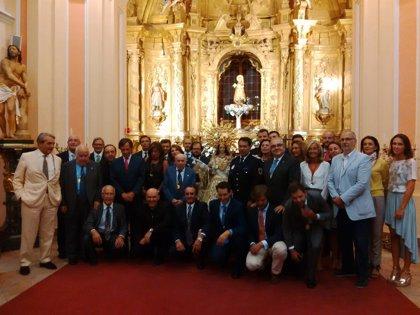 La Hermandad impone a la Virgen de la Paz la Medalla de Oro del 50 aniversario de la Policía Local