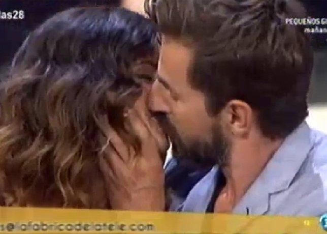 Apasionado beso marta torné y santi millán