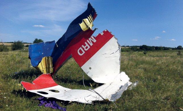Restos del vuelo MH17 derribado en Ucrania