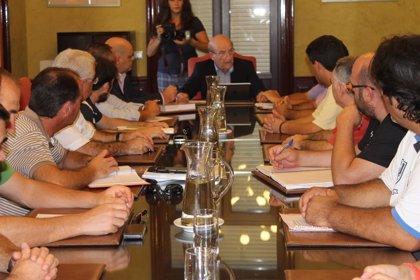 """El alcalde se compromete con la plantilla de Ence a luchar """"con toda firmeza"""" para evitar el cierre de celulosa"""
