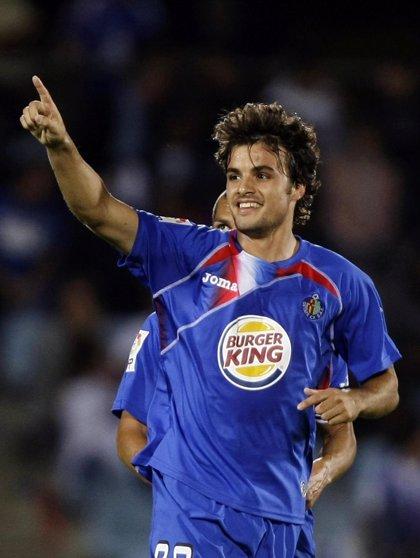 Pedro León enseña la oferta que realizó el Hannover a finales de julio