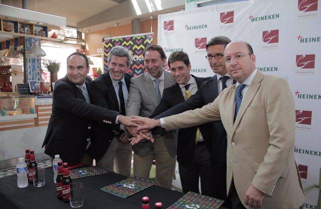 Firma del convenio en el Mercado Victoria