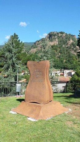 Ribes de Freser (Girona) rinde homenaje a Joan Triadú con un monumento