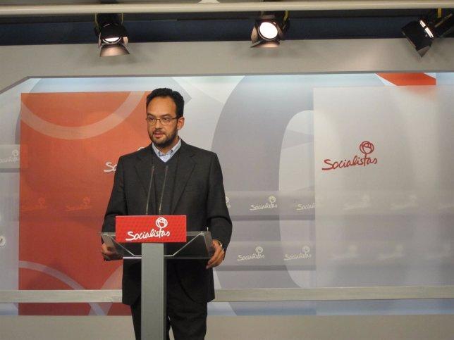 Antonio Hernando, en rueda de prensa en la sede del PSOE en Ferraz