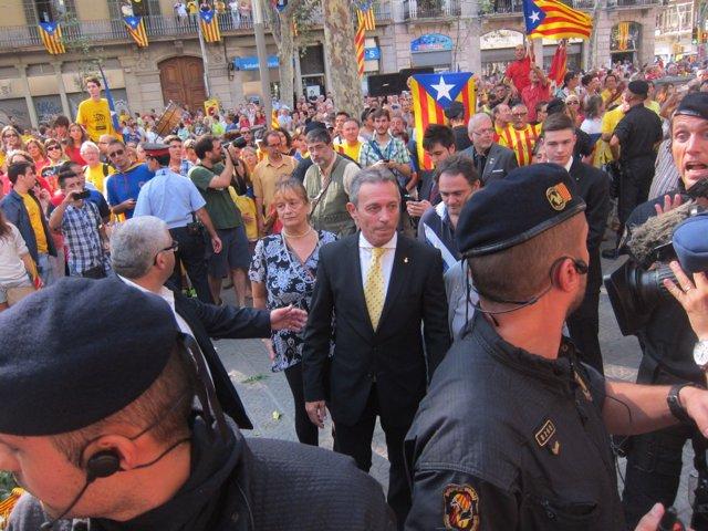 Josep Anglada, abucheado en la ofrenda a Casanova