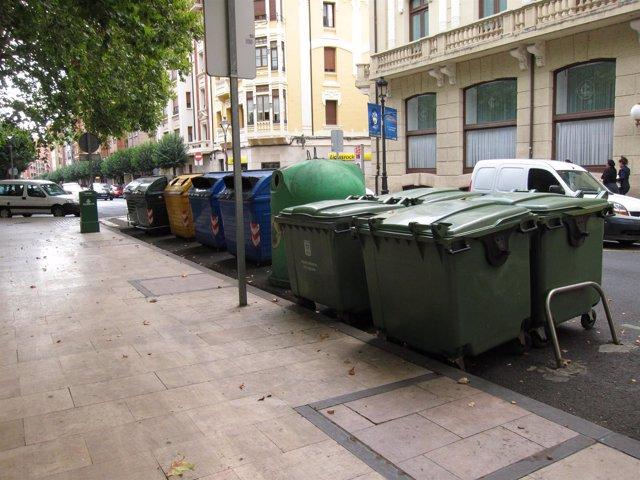 Contenedores en una calle de Logroño