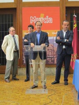 Domingo Vizcaíno, Miguel Ángel Cámara y Javier Iniesta en la presentación