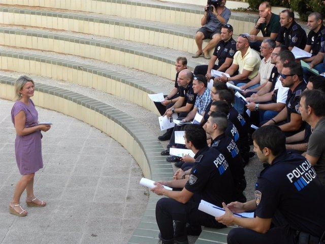 Riera reunida con los policías tutores
