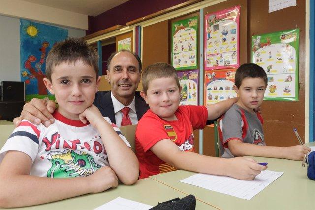 Diego con alumnos en Soba
