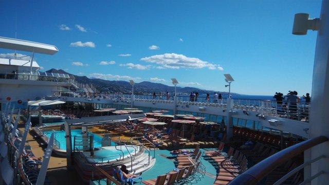 Oasis of the seas hace escala en Málaga 11 sep 2014 crucero buque interior