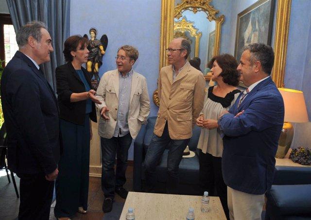 Un momento de la reunión en la Presidencia de la Diputación