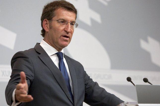 Alberto Núñez Feijóo tras la rueda del Consello