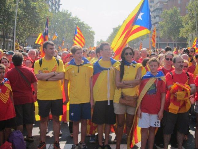 Los ciudadanos empiezan a formar la V en Barcelona