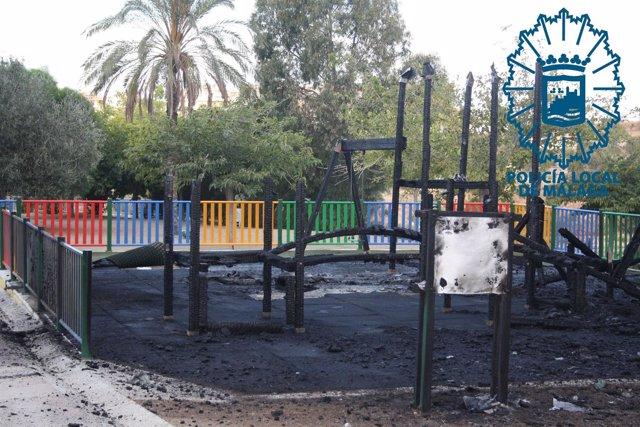 Parque infantil calcinado fuego incendio provocado laguna barrera