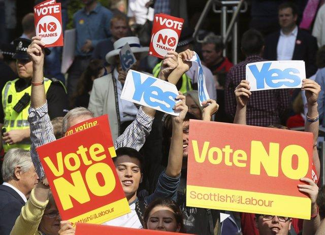 Partidarios del 'sí' y el 'no' en Escocia