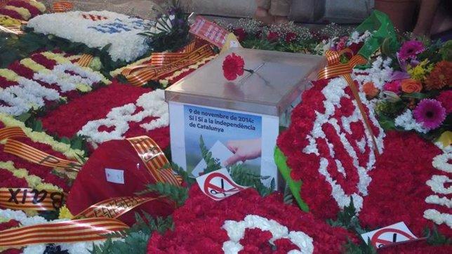 Urna con flores en Sant Boi