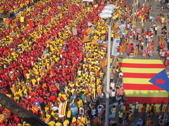 Ciudadanos forman la V en Barcelona este jueves de Diada