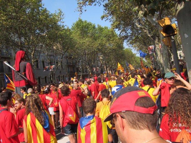 Ciudadanos formando la V esta Diada en Barcelona