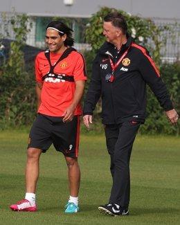 Falcao y Van Gaal en el entrenamiento del United