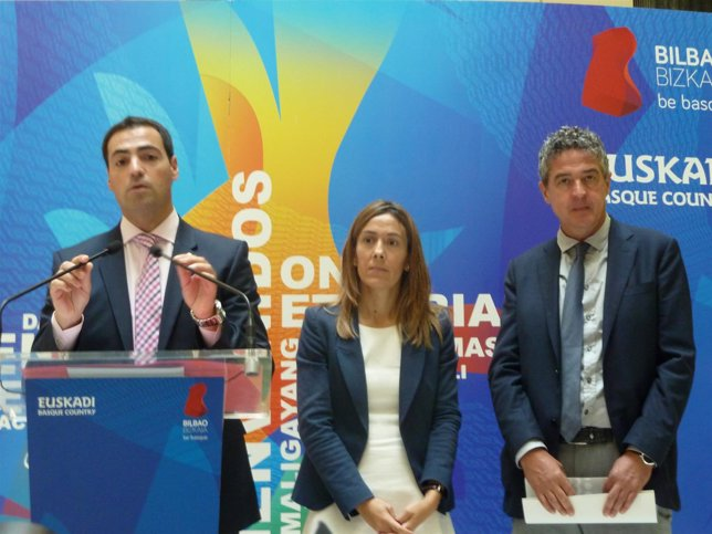 Imanol Pradales, Nora Sarasola y Joxean Muñoz.