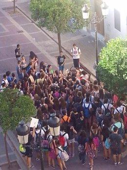 Alumnos de Secundaria protestan por el calor en Moncada  (Valencia)