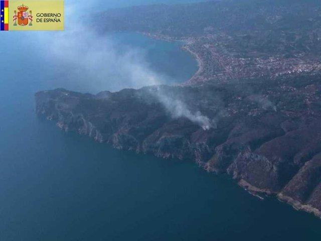 Imagen aérea del incendio en el Montgó