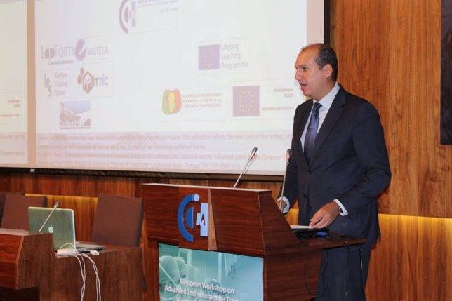 Luis Alfonso Hernández Carrón, Consejero De Salud De Extremadura