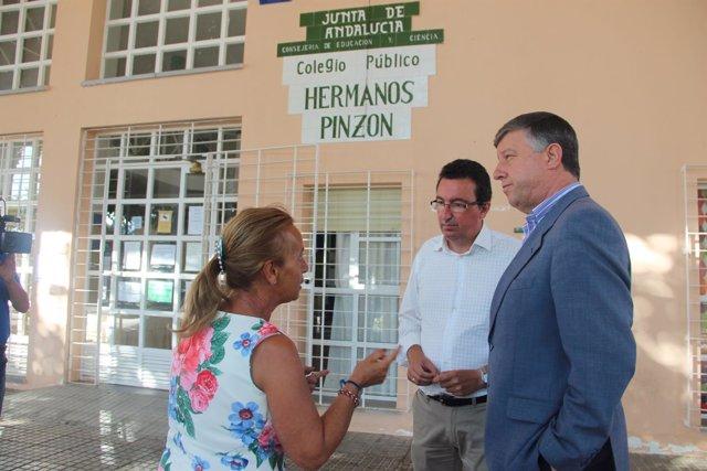 El presidente del PP de Huelva, Manuel Andrés González, y Carmelo Romero.
