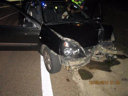 Herida una mujer de 29 años tras perder el control de su coche y chocar contra una farola en Badajoz