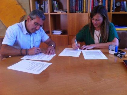 Burgos firma el contrato anual para la señalización de marcas viales de 1.428 kilómetros de red de carreteras riojanas