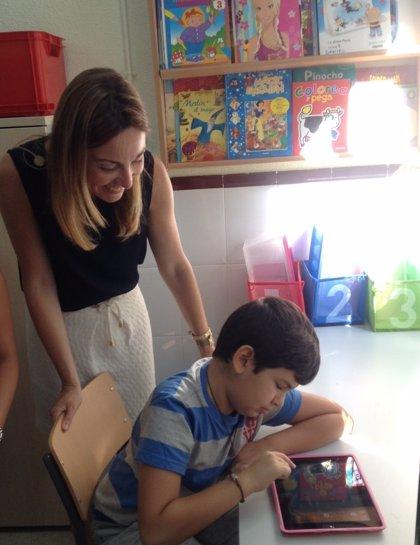 Educación refuerza la comunicación oral en alumnos con autismo a través del uso de 'tabletas'