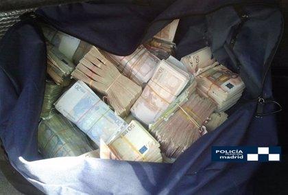 Policía Municipal interviene en el maletero de un turismo una bolsa de deporte con más de 400.000 euros