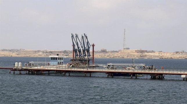 Puerto Hariga en Tobruk, el este de Benghazi, Libia